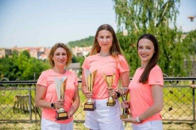 """""""FireFox"""" komanda: Julija Skudutė, Aneta Tankovič ir Justina Nekiūnaitė."""