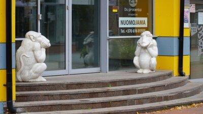 1988 m. Taupomojo banko pastato puošmenomis tapo K. Kasperavičiaus kūrinys – chimeros. (Audronio Rutkausko nuotr.)